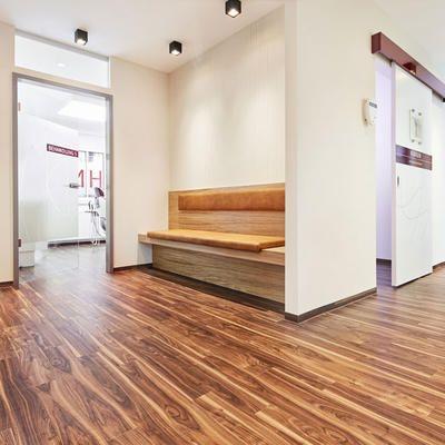 Eingang der Zahnarztpraxis in Freising